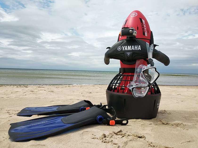 Nardymas su skuteriu jūroje