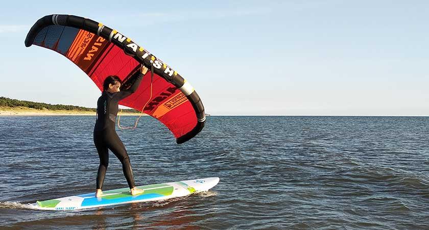 Wing surfer plaukimas Baltijos Jūroje